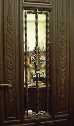 Двери с кованными элементами и стеклопакетом