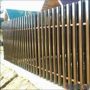 Заборы и ворота из металлического штакетника